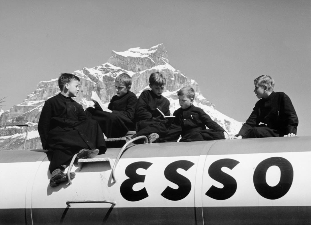 Karl Stadler - Studenten auf Essowagen vor dem Hahnen